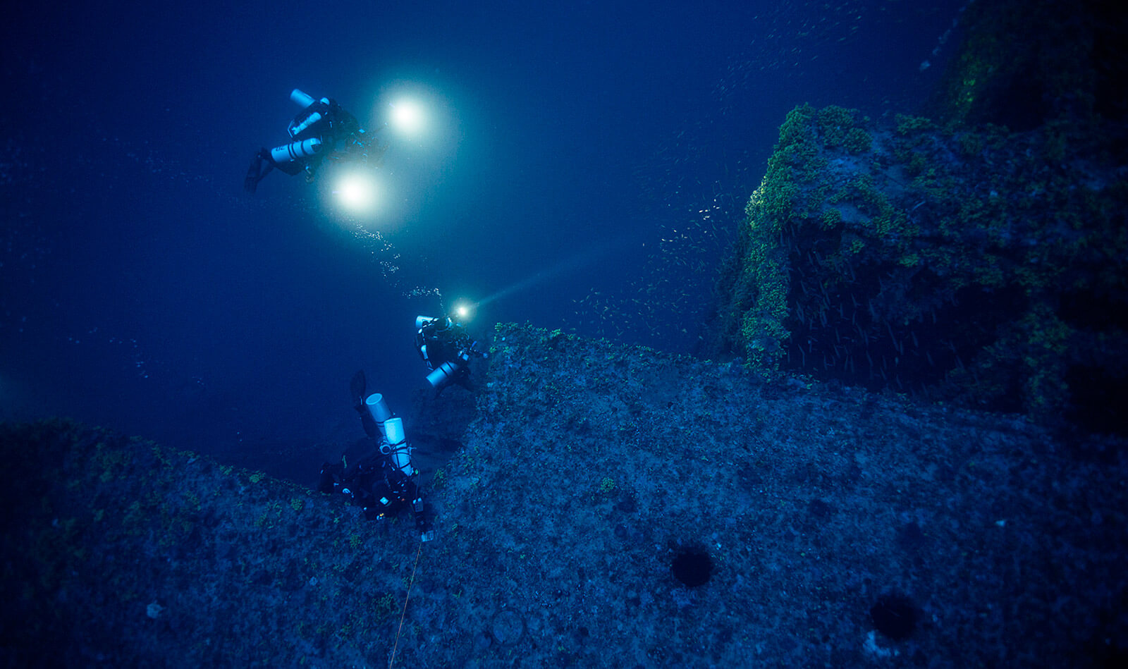 Britannic-divers-on-wreck-Barney